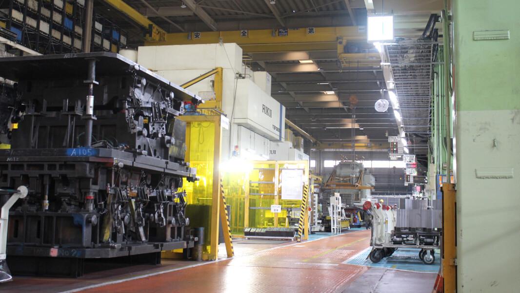 大物ボデー部品の生産をメインとし、大型自動プレス機を保有した工場